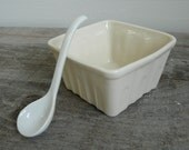 Basket Sauce Dish with Porcelain Serving Spoon, Tabletop condiements dish