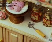 Wire Whisk Vintage Style - 1:12th Dollhouse Miniatures