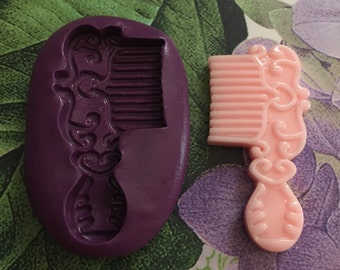 Flexible comb mold