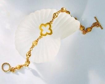 Gold Bead Bracelet . Clover Design