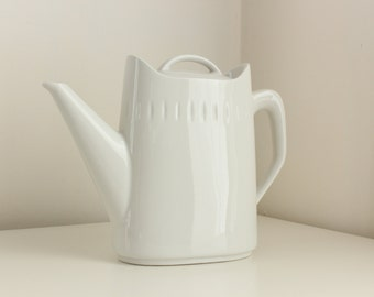 """Ernest Sohn 1963 """"Esquire"""" Coffee Pot in Gloss White — Hall China Manufacturer"""