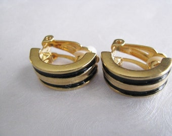 Vintage Black and Gold Clipon Earrings - 1970s Comfort clip on earrings