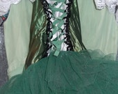 Vintage girls green (Irish?) costume made by Curtain call costumes size 10, scandinavian, emerald green beautiful