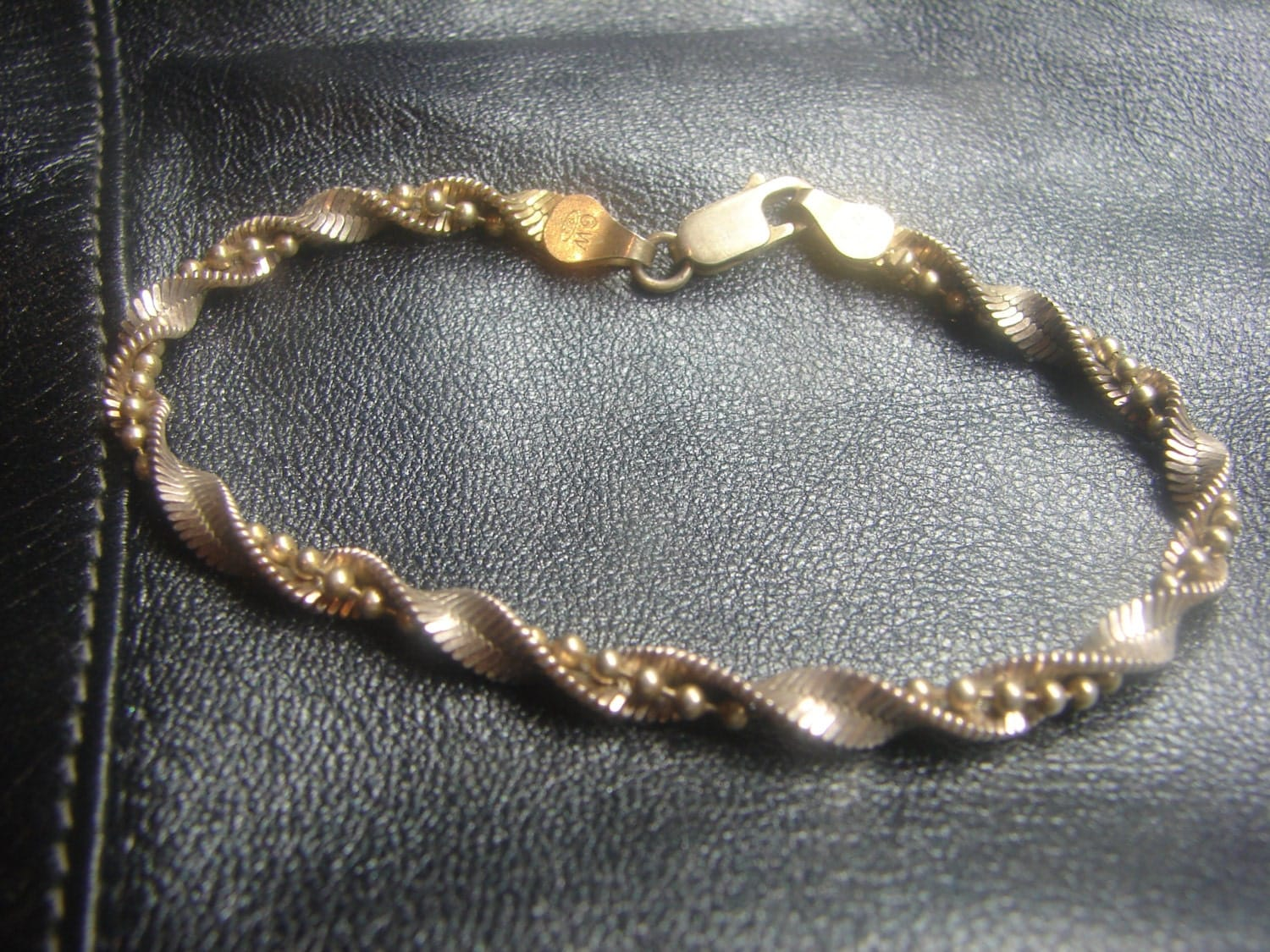 gw sterling silver twisted herringbone bracelet with bead
