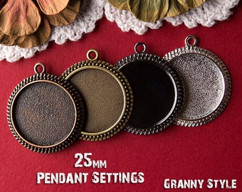 NEW 10 Piece Vintage Design 25mm Round Pendant Trays and Jump Rings