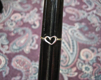 Dainty Vintage 925 Sterling Silver Heart Ring