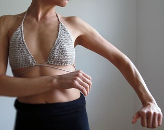 Delicate hand crochet bra/brassiere in organic hemp. Summer fashion. Underwear fashion.