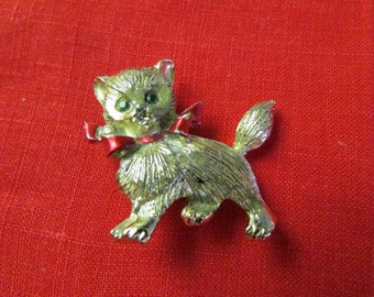 vintage CHRISTMAS KITTY PIN brooch gold tone Cat with green rhinestone eyes