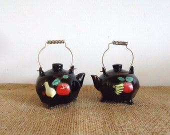 Vintage salt and pepper set, doll house miniature, Japan salt pepper shakers, kitchen collectible, tea kettles, vintage japan, teapots,
