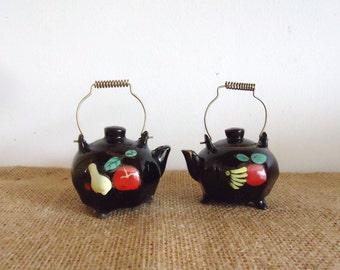 Vintage salt and pepper set, doll house miniature, salt pepper shakers, kitchen collectible, tea kettles, vintage japan, teapots,