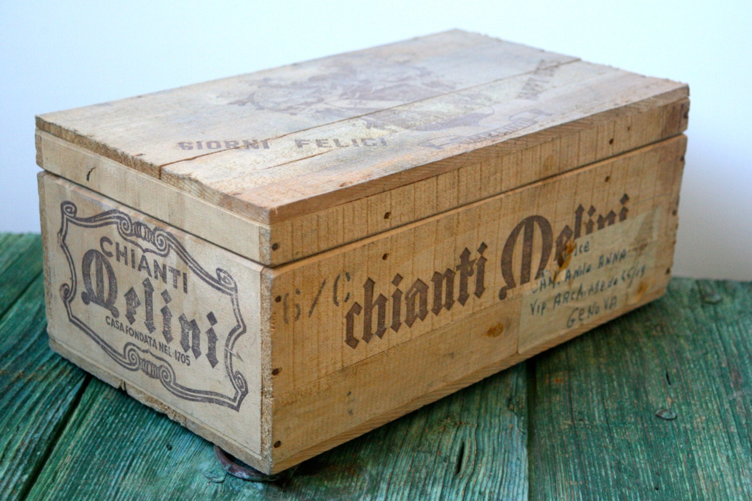 Chianti wine crate haute juice for Where can i find old wine crates