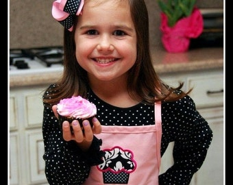 Personalized Girls Cupcake Apron with Name - French Aprons for Kids, Childrens Cupcake Aprons, Pink and Black aprons, Damask fabric cupcake