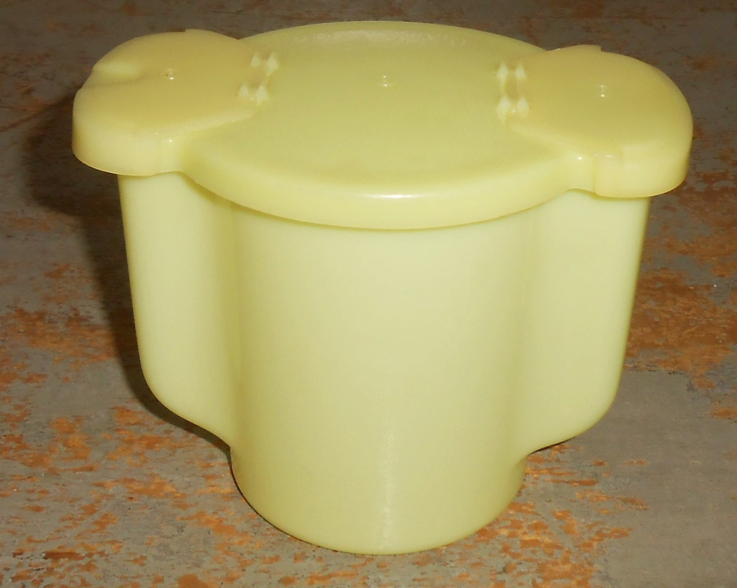 Yellow sugar bowls with lids -  Zoom