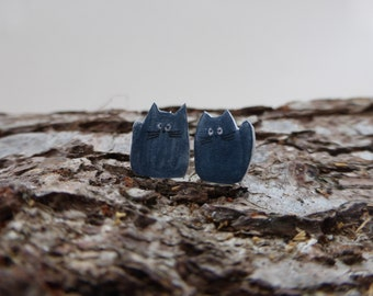 Grey cat stud earrings