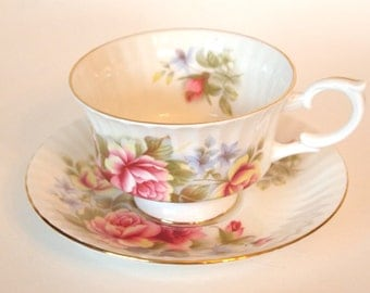 Paragon Tea Cup and Saucer Set Fine China Teacup Pink and Yellow Roses - England Mid Century By Appointment to HM The Queen |Tea Party Gift