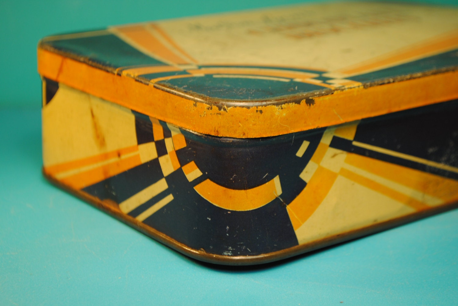 Art deco blue orange maison lyons candy chocolate biscut tin for Decoration maison orange