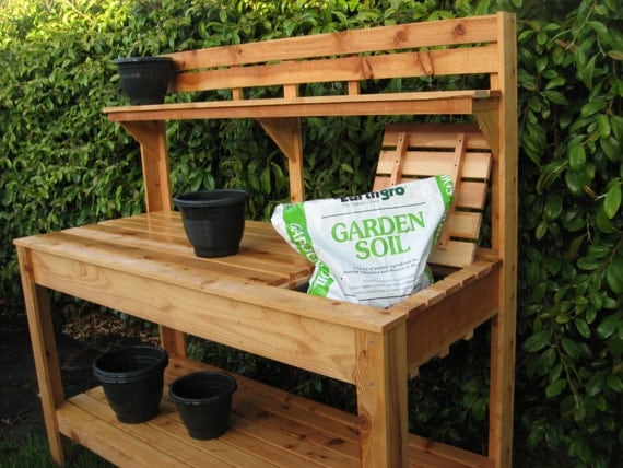 Cedar Potting Bench With Soil Tray