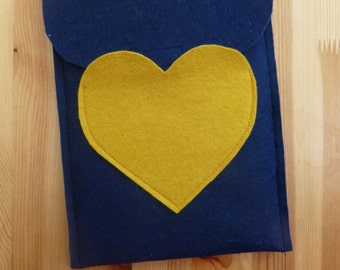 Heart pocket gadget sleeve