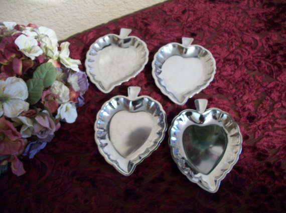 Leaf Dishes Stainless Steel Personal Serving Trays Mint Candy Nut Trinket Bowls Set of Four Vintage Tableware