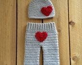 Valentines Crochet newborn set, pants and hat, Valentines photo prop, Crochet newborn set