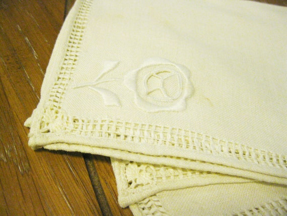Luncheon Napkins (4) Rose Embroidered Ecru Vintage Table Linen Cotton Hand Embroidery Cutwork Vintage Textile Home Decor Cottage Chic