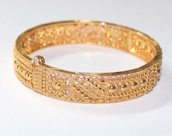 Middle East Filigree Bangle Bracelet 21k yellow gold - 8 .25 inch - sku 4251