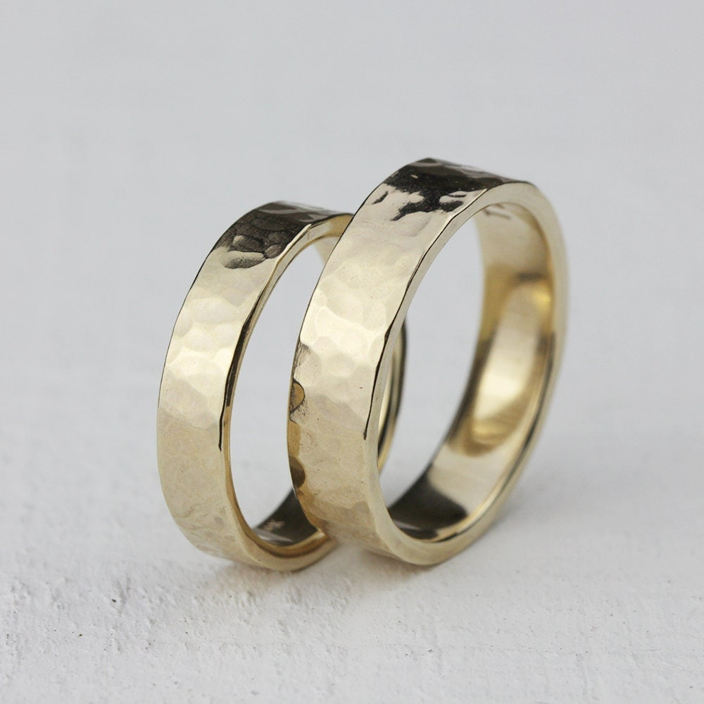 gold hammered wedding ring set 14k gold hammered wedding ring