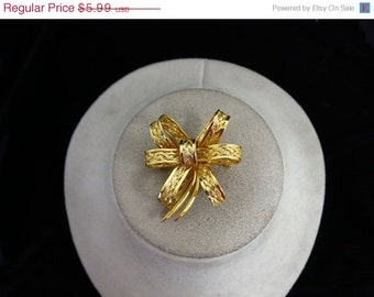 Vintage Goldtone Puffy Bow Pin