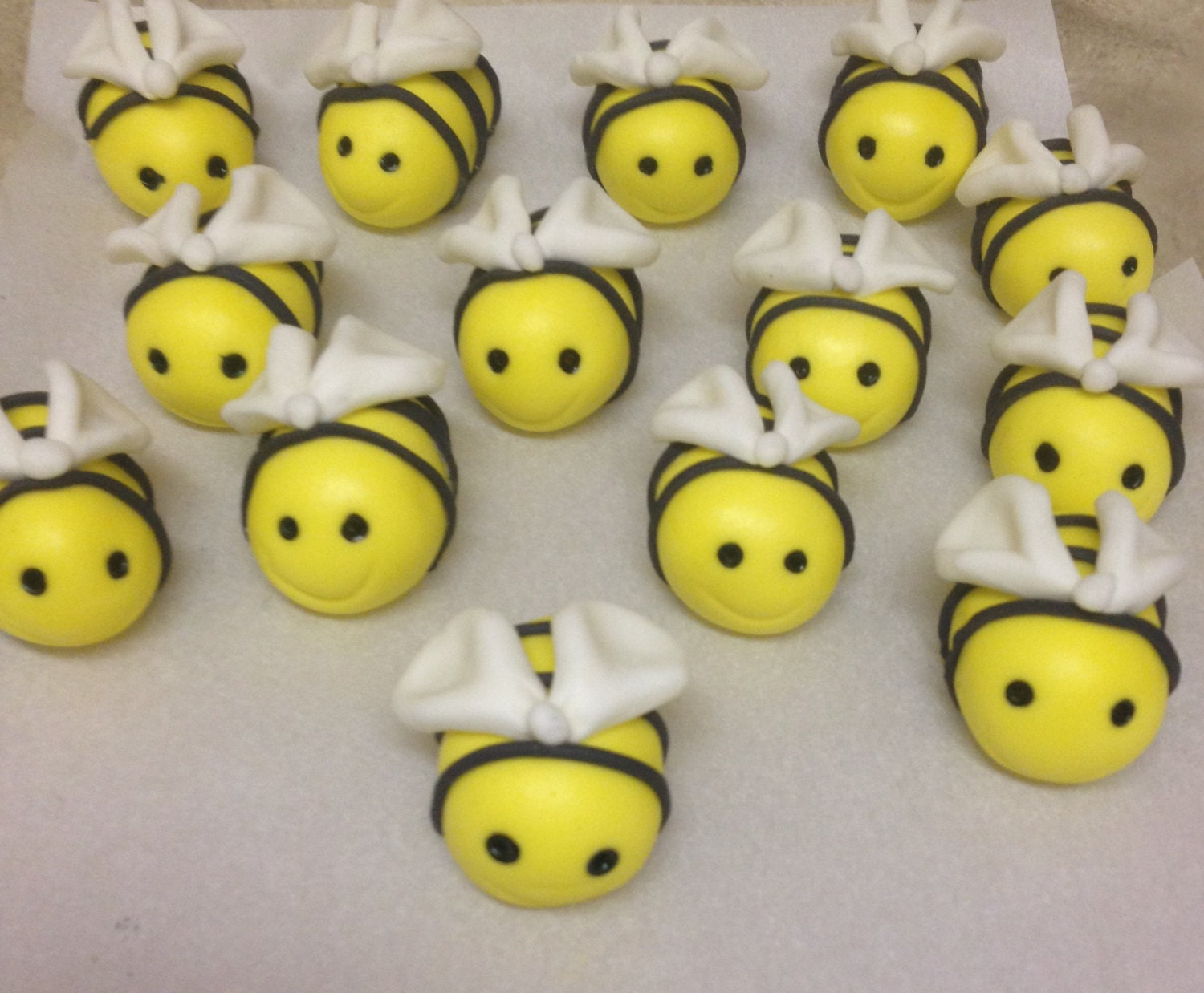 12 Edible Bumble Bee Cake Toppers/ Fondant cup cake