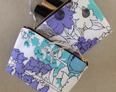 Cosmetic Zipper Bag - Kiss & Makeup Small zipper bag handmade from 60's vintage floral fabric.