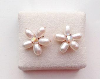 Pearl Earrings - Pearl Jewelry - Bridal Jewelry - Floral jewelry - white pearl jewelry - White Pearl Jewelry - Pearl pierced earrings.