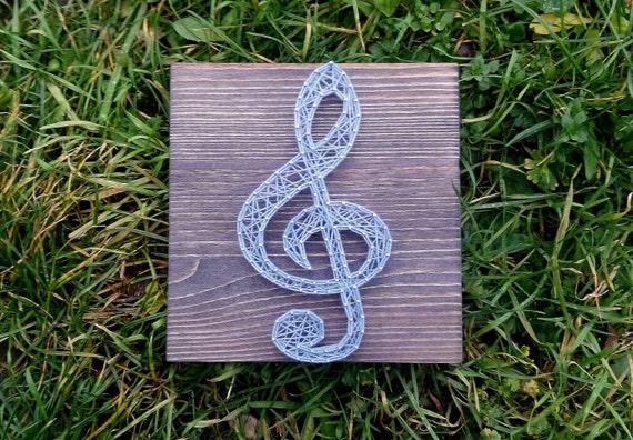 Items similar to string art clef customizable wall hanging - Clavos para madera ...
