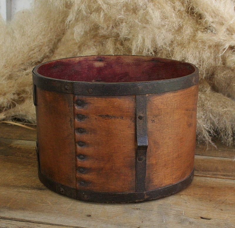 Antique Wood Round Box Metal Bands Shaker Style Dry Measure