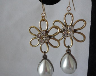 Pronged Crystals Flower Faux Oval Pearl Earrings*****.