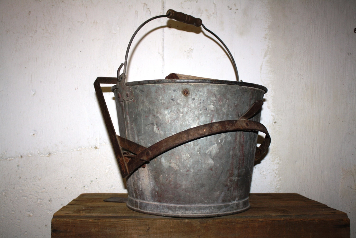 Vintage galvanized metal mop bucket with wringer for Old metal buckets