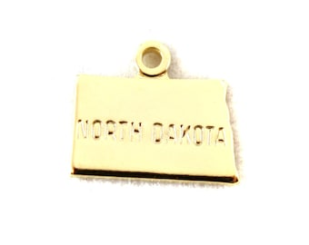2x Gold Plated Engraved North Dakota State Charms - M114-ND