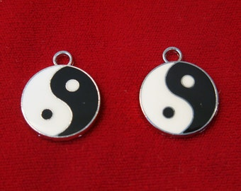 """5pc """"ying and yang """" charms in antique silver style (BC504)"""