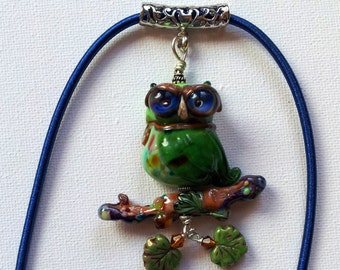 Lampwork glass bead owl pendant- green