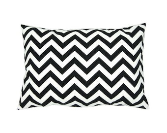 CHEVRON pillow cover black white 40 x 60 cm Strip zigzag graphically