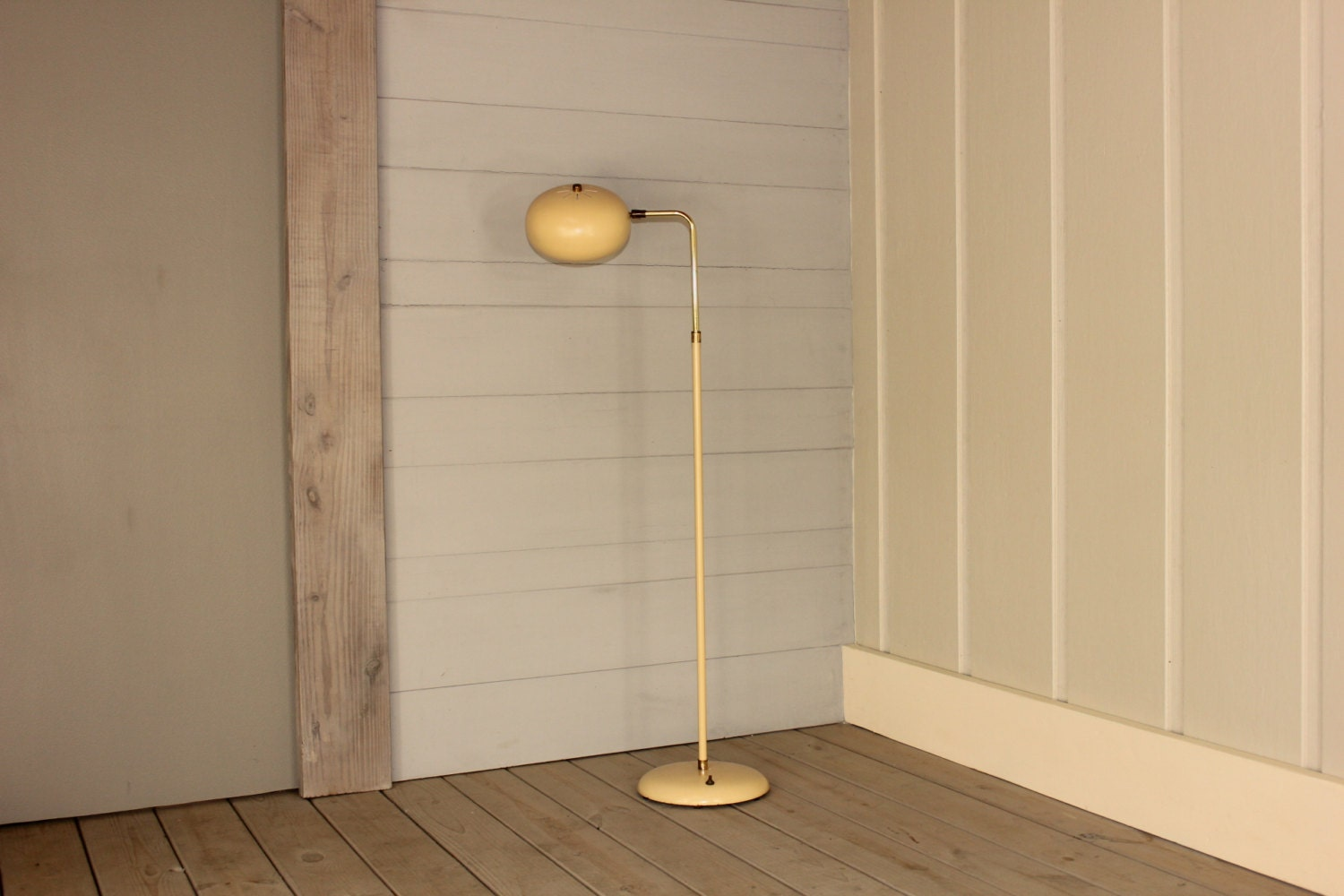 ^ tomic floor lamp tsy