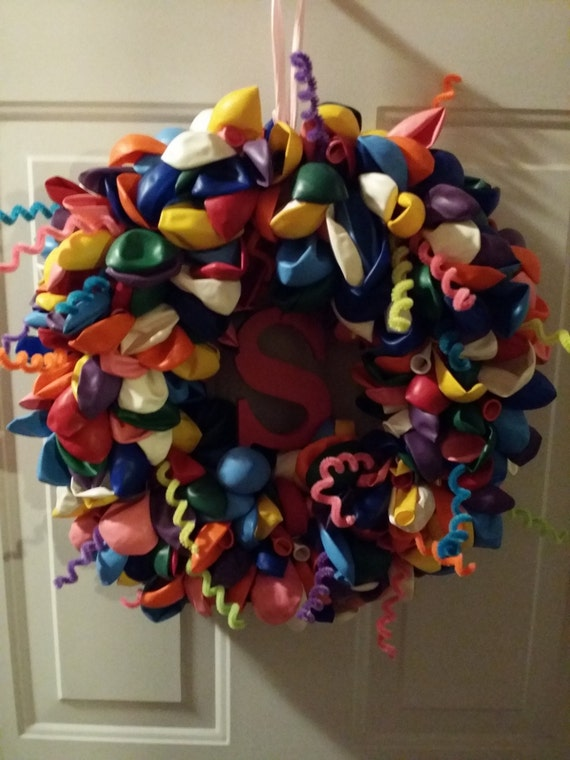Birthday balloon wreath instructions kids birthday party for Balloon decoration instructions