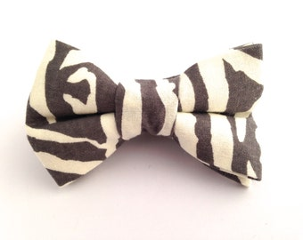 Zebra print hair bow, zebra bow, girls print bows, Zebra print bow, hair bow, girls bows, gray hair bow, gray and white bow,
