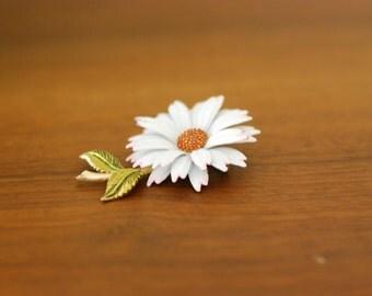 Kitsch Daisy Flower Brooch