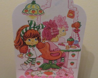 1991 Strawberry Shortcake Strawberry Shortcake 'Berry Beauty Shop' stage and back card by Toy Headquarters THQ