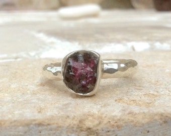 US 8 Chunky Raw Rhodolite Garnet Silver Ring, Raw Garnet Ring, Rough Natural Gemstone, Rough Garnet Ring, Natural Gemstone Silver Ring