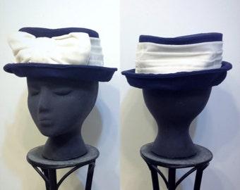 1950's Navy Blue To Hat with White Velvet Ribbon, Vintage Rockabilly Fascinator Velvet Wrapped Hat, 60's Old Hollywood Blue Hat, Audrey Hat