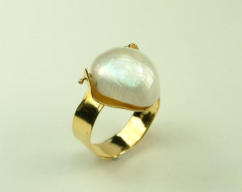 Handmade Gold 14k Ring with White Pearl (Χειροποίητο Χρυσό 14k Δαχτυλίδι με Λευκό Μαργαριτάρι)