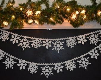 Paper Snowflake garland rick rack Christmas garland, frozen snowflake, Christmas mantle decoration, snowflake banner, snowflake window decor