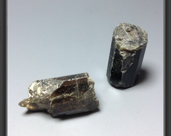 Rough natural black Tourmaline stones from Tanzania 2 stones - 8.4g - 17 to 21mm