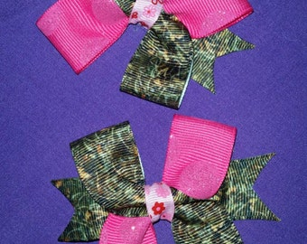 Camo and pink pigtail clips